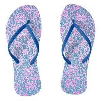 淡いピンクおよび青いレースのビーチサンダル ビーチサンダル