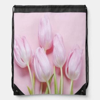 淡いピンクのチューリップ、デジタルモダンな写真、シックなパターン ナップサック