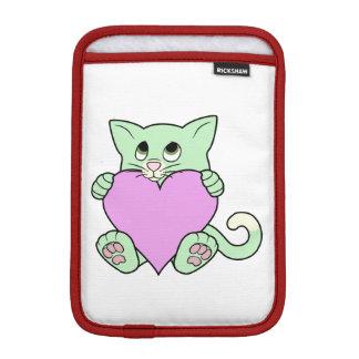 淡いピンクのハートのバレンタインデーの緑猫 iPad MINIスリーブ