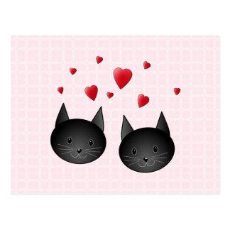 淡いピンクのハートを持つかわいい黒猫。 カスタム ポストカード