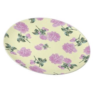 淡いピンクのバラ-クリーム色のぼろぼろのシックな花のプレート プレート