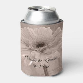 淡いピンクの染められたデイジーの結婚式の引き出物 缶クーラー