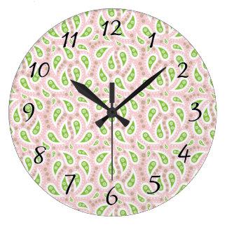 淡いピンクの緑のペイズリー ラージ壁時計