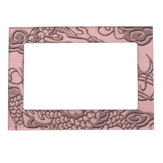 淡いピンクの革プリントのエンボスのドラゴン マグネットフレーム