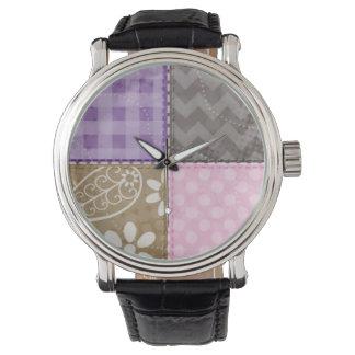 淡いピンク、紫色、及び暗灰色一見をキルトにしました 腕時計