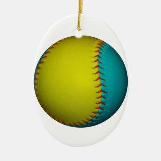 淡いブルーおよび明るく黄色いソフトボール セラミックオーナメント
