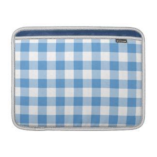淡いブルーおよび白いギンガムパターン MacBook スリーブ