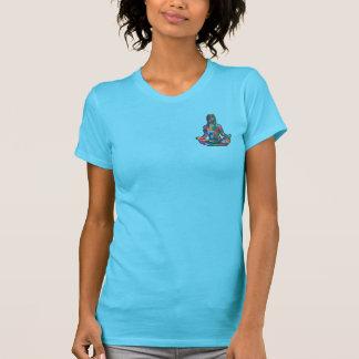 淡いブルーで落ち着いた Tシャツ