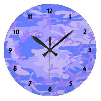 淡いブルーのカムフラージュパターン時計 ラージ壁時計