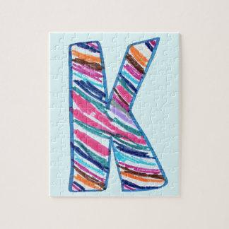 淡いブルーのケイのようにカラフルな手紙K ジグソーパズル