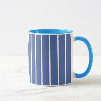 淡いブルーのストライプ マグカップ