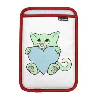 淡いブルーのハートのバレンタインデーの緑猫 iPad MINIスリーブ