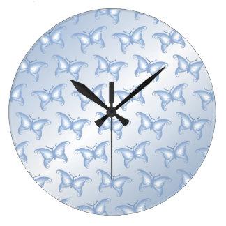 淡いブルーのファンタジーの蝶 ラージ壁時計