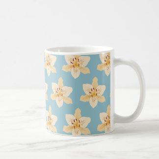 淡いブルーのワスレグサイラストラティブPtn コーヒーマグカップ