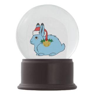 淡いブルーの北極ノウサギ-サンタの帽子及び金ゴールド鐘 スノーグローブ