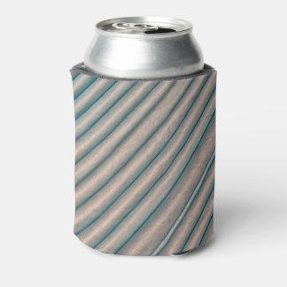 淡いブルーの対角線によって折られるティッシュペーパーのクーラーボックス 缶クーラー