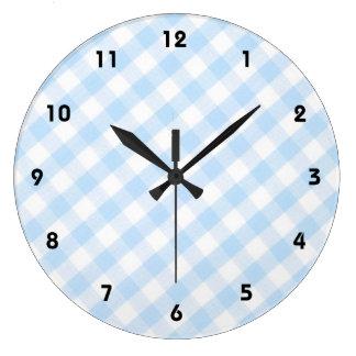 淡いブルーの斜めのギンガムパターン ラージ壁時計