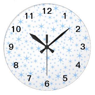 淡いブルーの星パターン ラージ壁時計