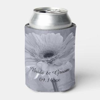 淡いブルーの染められたデイジーの結婚式の引き出物 缶クーラー