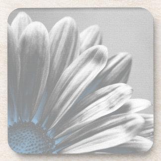 淡いブルーの花柄のハイライトのコルクのコースターセット コースター