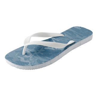 淡いブルーの迷彩柄のビーチサンダル ビーチサンダル