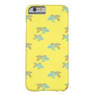 淡いブルーの金魚 BARELY THERE iPhone 6 ケース