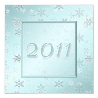 淡いブルーの雪片の大晦日のパーティーの招待 カード