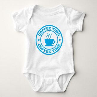 淡いブルーのA251コーヒー時間円 ベビーボディスーツ