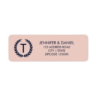 淡い色のなミズキのピンク及び海軍モノグラムの住所 ラベル