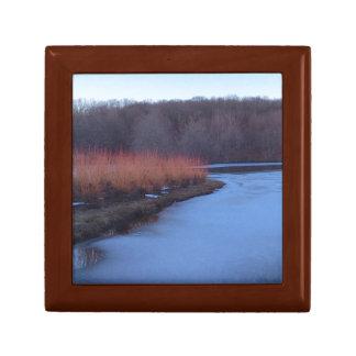 淡青色の池および赤い薮- ギフトボックス