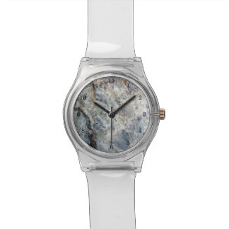淡青色の白い大理石の石造りの終わり 腕時計