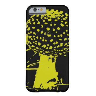 淡黄緑か黒いテングタケ属のmuscariaのきのこ- barely there iPhone 6 ケース