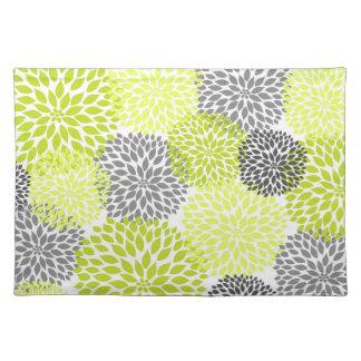 淡黄緑の緑および灰色のダリアのミイラのランチョンマット ランチョンマット