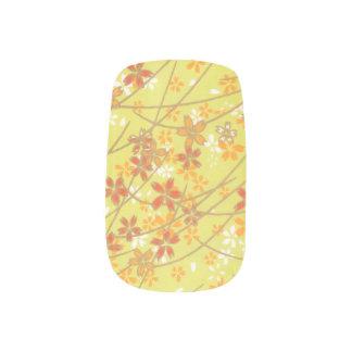 淡黄緑の花パターン ネイルアート