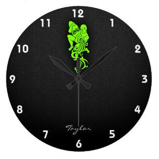 淡黄緑、ネオン緑のアクアリウム ラージ壁時計