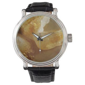 淡黄色の宝石用原石の写真 腕時計