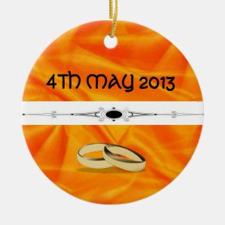 深いオレンジ絹の結婚式 セラミックオーナメント