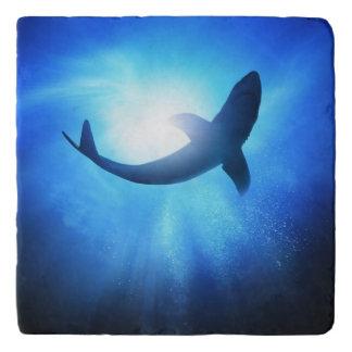 深海の鮫のシルエット トリベット