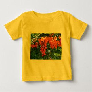 深紅の藤(Sesbaniaのpunicea) OBXのベビーのワイシャツ ベビーTシャツ