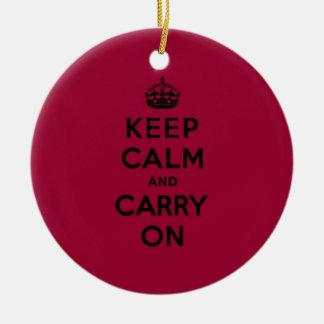 深紅のKeep Calm and Carry On (黒) セラミックオーナメント