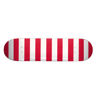深紅色の横は縞で飾ります; ストライプの スケートボードデッキ