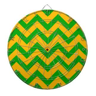 深緑色およびオレンジシェブロン ダーツボード