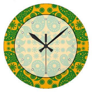 深緑色および黄橙色のペーズリー ラージ壁時計