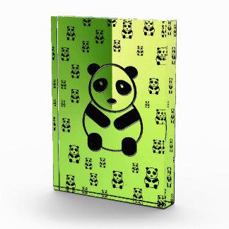 深緑色の背景のパンダ 表彰盾