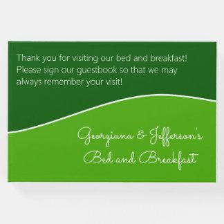深緑色の、薄緑のベッド及び朝食のゲストブック ゲストブック