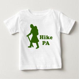 深緑色ハイキングPAの女の子- ベビーTシャツ