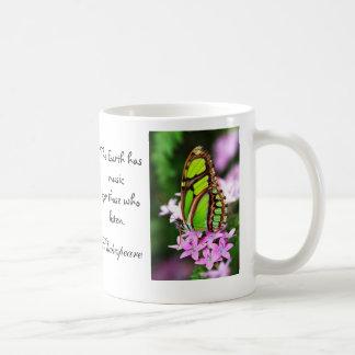 混合された緑および透明な蝶引用文のマグ コーヒーマグカップ