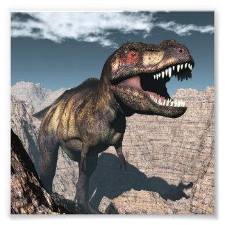 渓谷でとどろくティラノサウルス・レックスのレックス フォトプリント