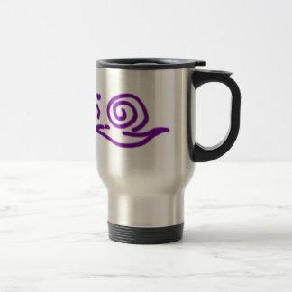 渡っている紫色のかたつむり トラベルマグ
