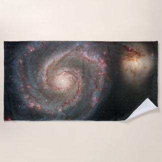 渦の銀河系のビーチタオル ビーチタオル
